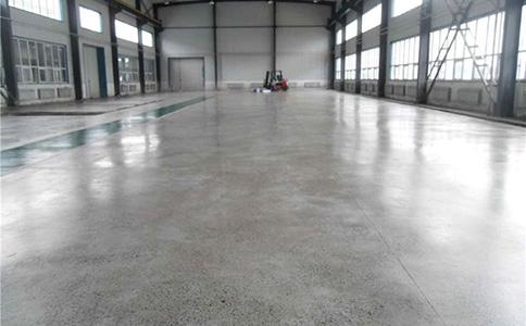 固化地坪发白怎么办?混凝土固化地坪泛白原因及解决办法?
