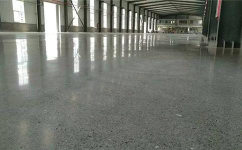 新浇筑的水泥地面多久可以做固化?