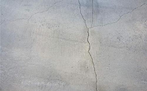 水泥地面开裂是什么原因?如何避免水泥地面开裂?
